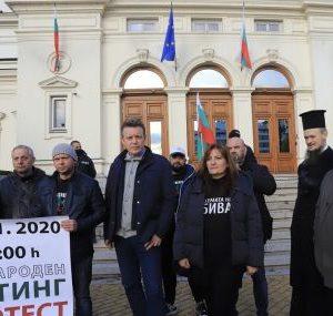 135-ти ден на протести: Автошествие в София и блокада пред БНТ