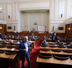 Гледат докладите на КЕВР и Антикорупционната комисия