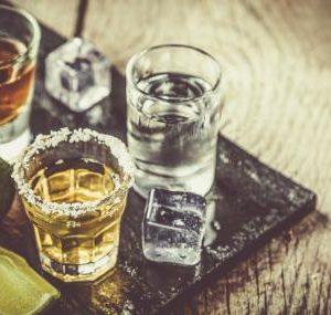 Забраниха алкохолните нощни турове по морето