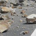 Камък падна върху лек автомобил в Искърското дефиле