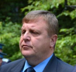 Каракачанов връчи пагони на бъдещи военни пилоти