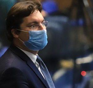 Крум Зарков: Властта не управлява коронакризата, всичко е на самотек