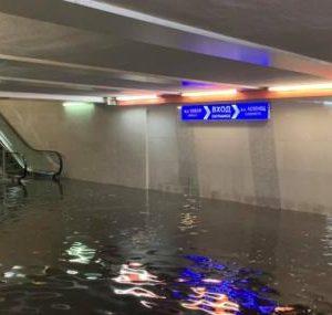 Метростанции и подлези се озоваха под водата в столицата