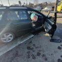 Мъж загина при удар на кола в стълб в София (СНИМКИ)