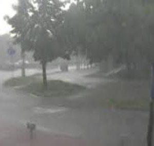 Порой удари Добрич, евакуираха мъж и жена