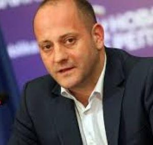 Радан Кънев: Работата на политиците не е да честитят празници