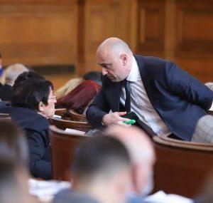 Депутатите върнаха със скандали бюджета на ДОО на комисия