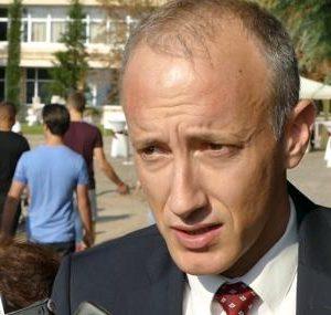 Образователният министър: Децата ще носят маски в училище не повече от половин час дневно